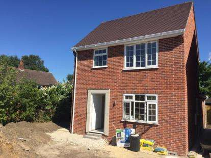 2 Bedrooms Detached House for sale in Christchurch, Dorset