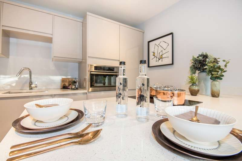 2 Bedrooms Flat for sale in Brookfield Road, Wooburn Green, HP10