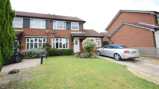 4 Bedrooms Semi Detached House for sale in Skelmerdale Way, Earley, Reading