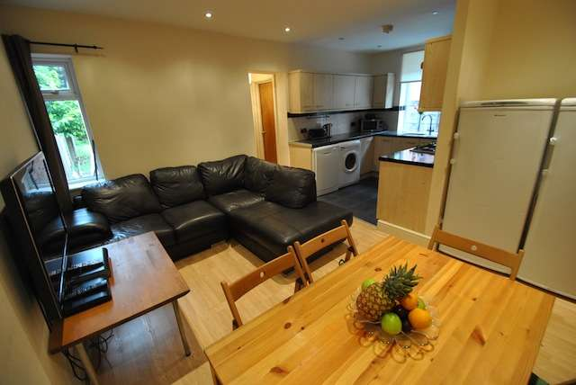 6 Bedrooms Semi Detached House for rent in School Grove, Withington, Manchester, M20 4RT