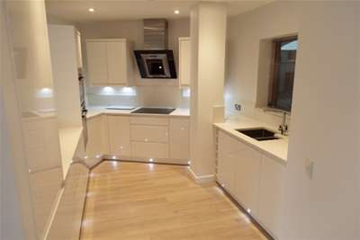 2 Bedrooms Flat for rent in Castle Point, The Park, Nottingham City