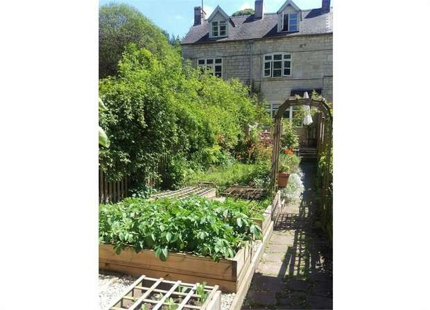 2 Bedrooms Town House for sale in The Vatch, Stroud, Gloucestershire