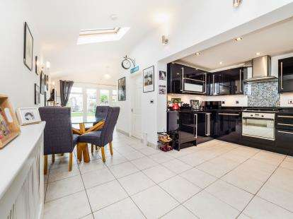 3 Bedrooms Semi Detached House for sale in South Ockendon, Essex, Essex