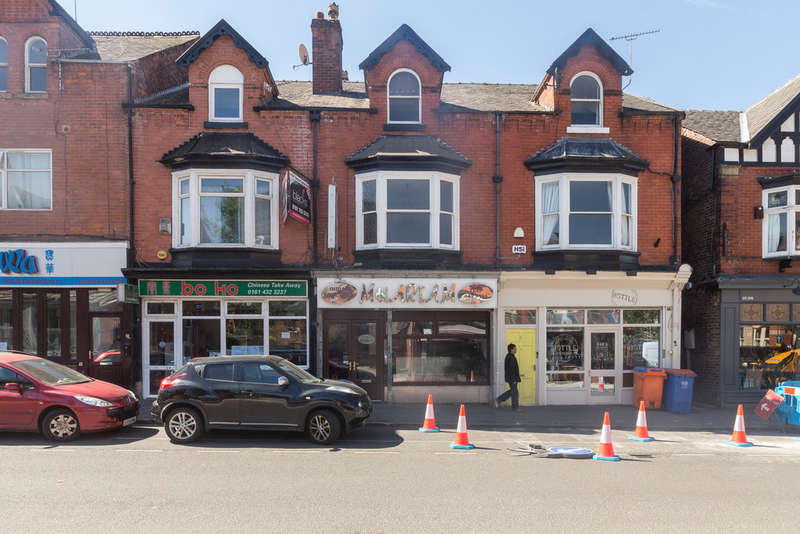2 Bedrooms Terraced House for sale in Shaw Road, Heaton Moor
