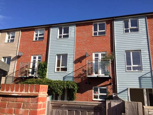 4 Bedrooms Town House for sale in Chieftain Way, Exeter