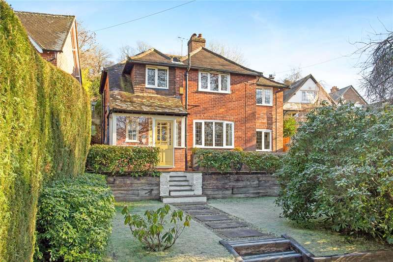 4 Bedrooms Detached House for sale in Hindhead Road, Haslemere, Surrey, GU27