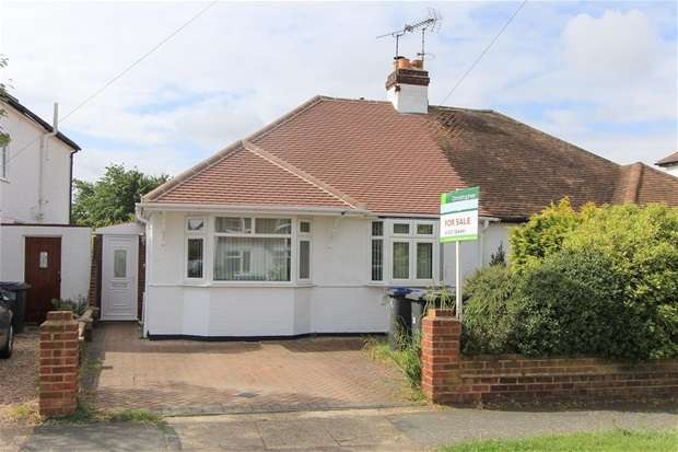 2 Bedrooms Semi Detached Bungalow for sale in Goodwin Avenue, Swalecliffe, Whitstable