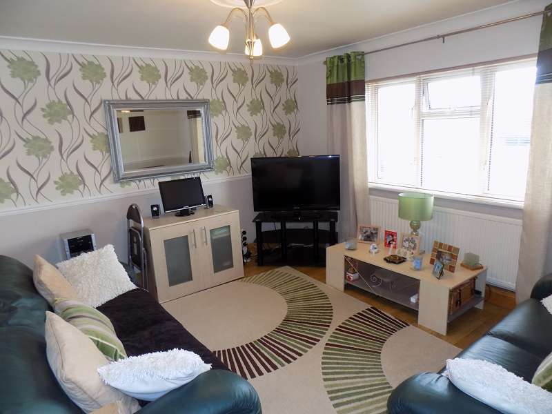 2 Bedrooms Flat for sale in March Hywel , Cilfrew, Neath, Neath Port Talbot. SA10