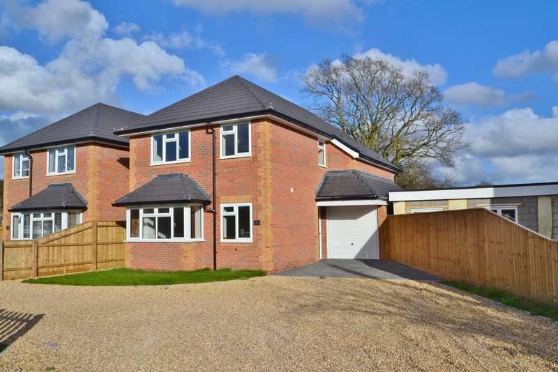 4 Bedrooms Detached House for sale in Longham