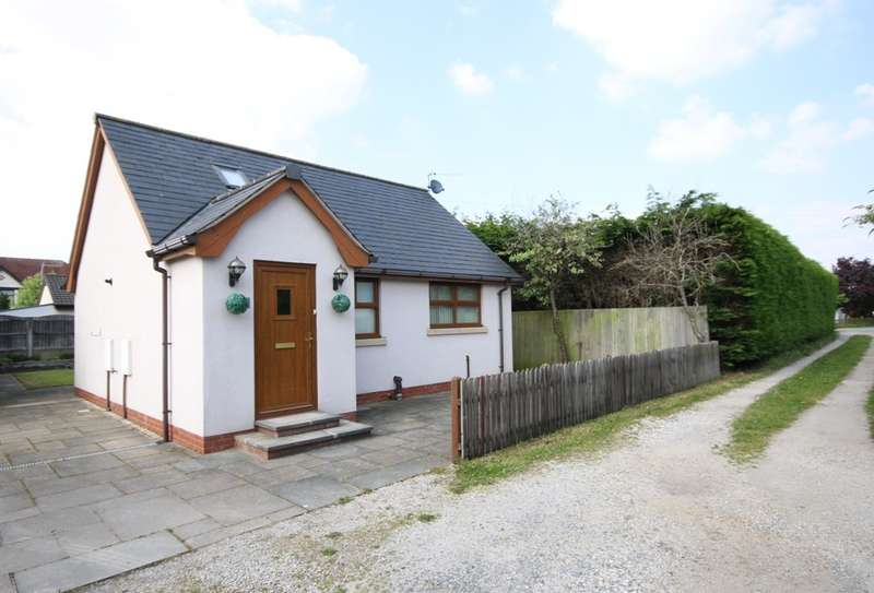 2 Bedrooms Detached Bungalow for sale in Cottys Brow, Churchtown, Southport