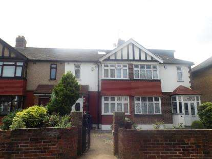 3 Bedrooms Terraced House for sale in Romford, Chadwell Heath, United Kingdom