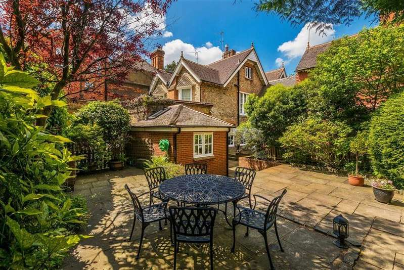 3 Bedrooms House for sale in Shortfield Common Road, Frensham, Farnham
