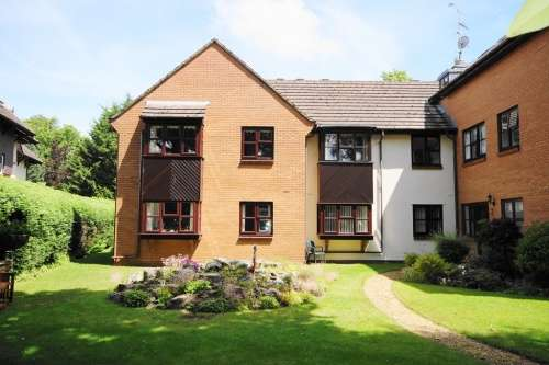 1 Bedroom Flat for sale in Berkeley Court, West Moors