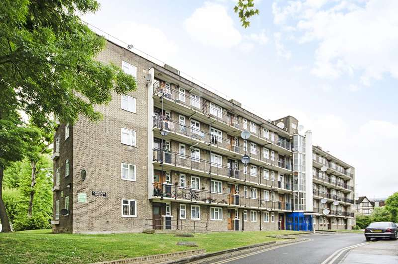 4 Bedrooms Flat for sale in Mortimer Crescent, Queen's Park, NW6