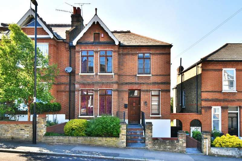 3 Bedrooms Flat for sale in Canonbie Road SE23