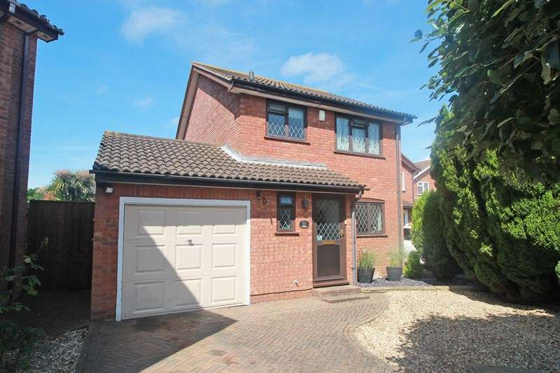 3 Bedrooms Link Detached House for sale in Viscount Drive, Mudeford, Christchurch