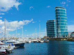 1 Bedroom Flat for sale in Marina Point East, Chatham Quays, Chatham, Kent