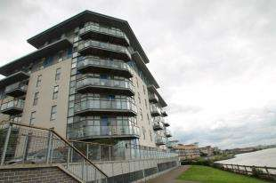 2 Bedrooms Flat for sale in Bessborough House, Carmichael Avenue, Greenhithe, Kent