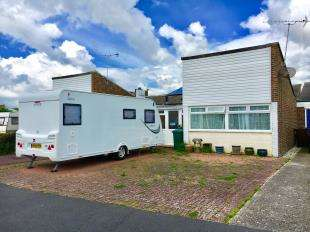 2 Bedrooms Bungalow for sale in Conway Drive, Pagham, Bognor Regis, West Sussex