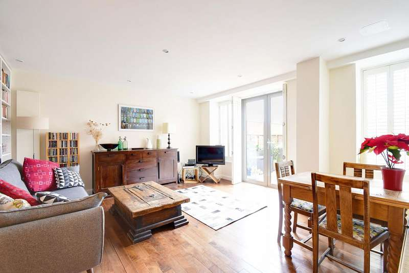 2 Bedrooms Flat for sale in The Broadway, Crouch End, London, N8