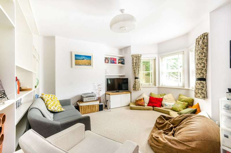 2 Bedrooms Flat for rent in Walbutton Road, Brockley, SE4