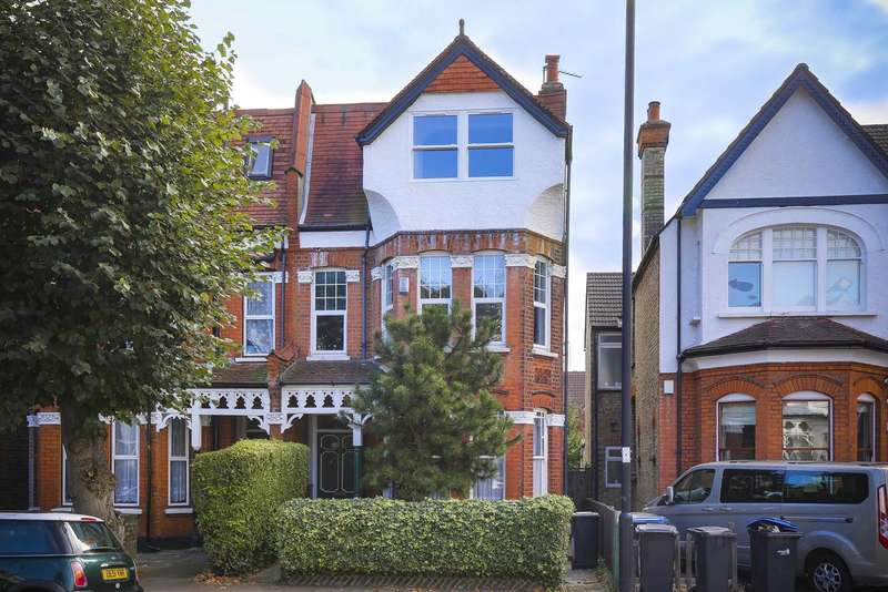 Flat for sale in Broomfield Avenue, Palmers Green, London, N13