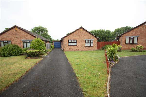 3 Bedrooms Detached Bungalow for sale in Woollam Drive, Ellesmere Port