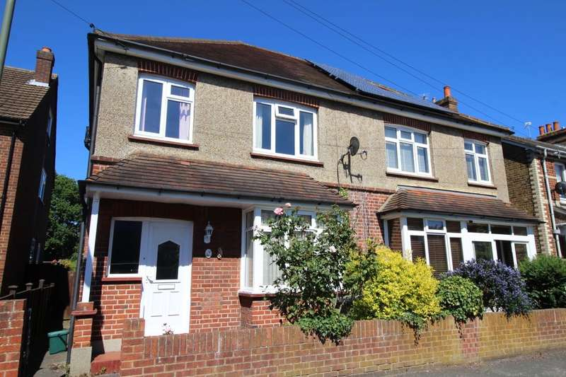3 Bedrooms Semi Detached House for sale in South Avenue, Egham, TW20