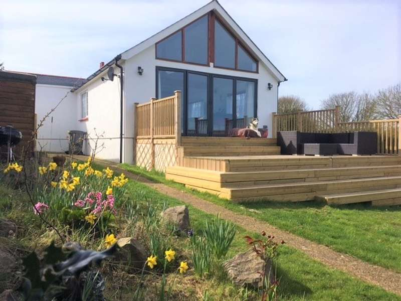 4 Bedrooms Bungalow for sale in New Road, Dover, Kent, CT15