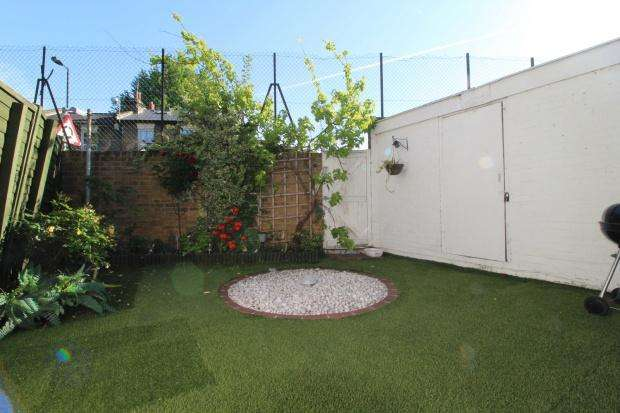 4 Bedrooms Terraced House for sale in Portbury Close, Peckham, SE15