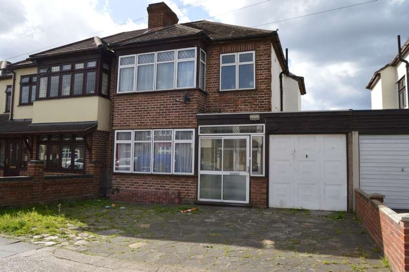 3 Bedrooms Semi Detached House for sale in Albany Road, Hornchurch