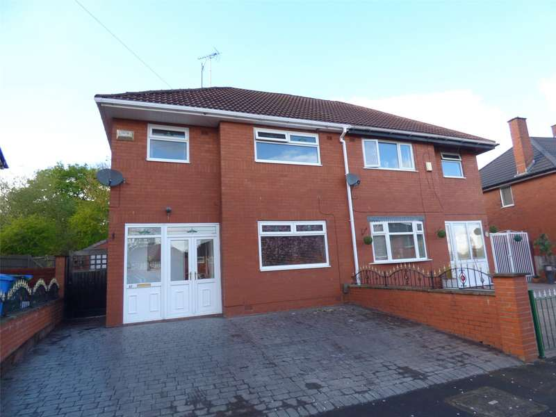 3 Bedrooms Semi Detached House for sale in Kinder Way, Middleton, Manchester, M24
