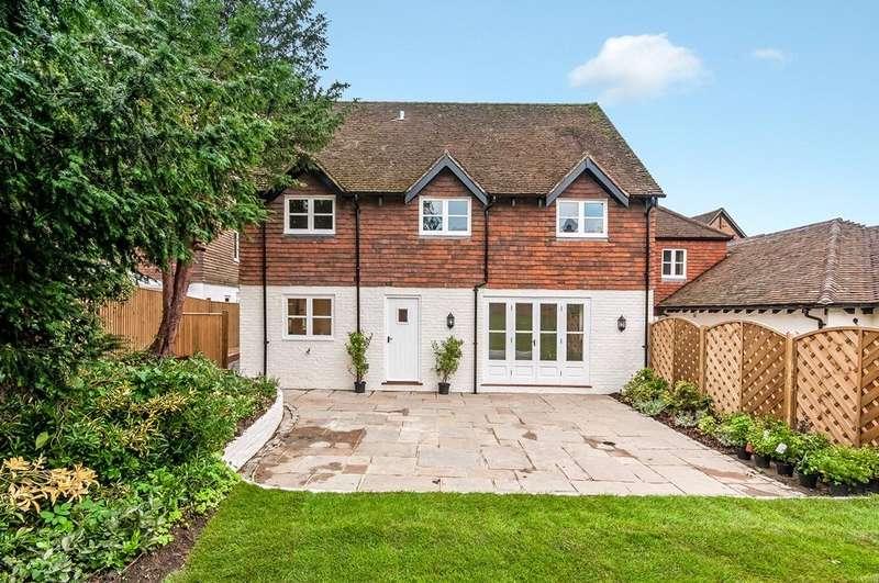 3 Bedrooms Semi Detached House for sale in Stane Street, Ockley, Dorking, Surrey, RH5