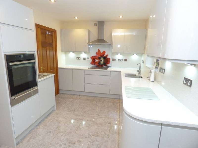 3 Bedrooms Detached House for sale in Kiln Walk, Rochdale, Lancashire, OL12