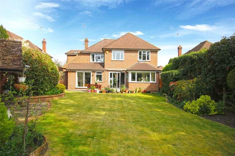 4 Bedrooms Detached House for sale in Lynwood Close, Woodham, Surrey, GU21