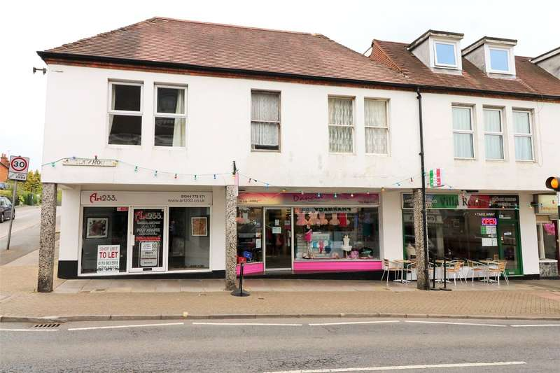 2 Bedrooms Maisonette Flat for sale in Albany House, High Street, Crowthorne, Berkshire, RG45