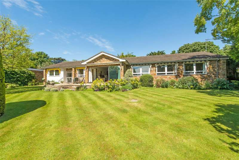 4 Bedrooms Detached Bungalow for sale in Fitzgeorge Avenue, New Malden, London, KT3