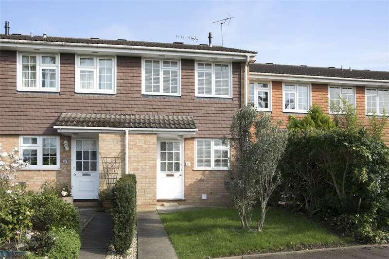 2 Bedrooms Terraced House for sale in Hillcrest, Weybridge, Surrey, KT13