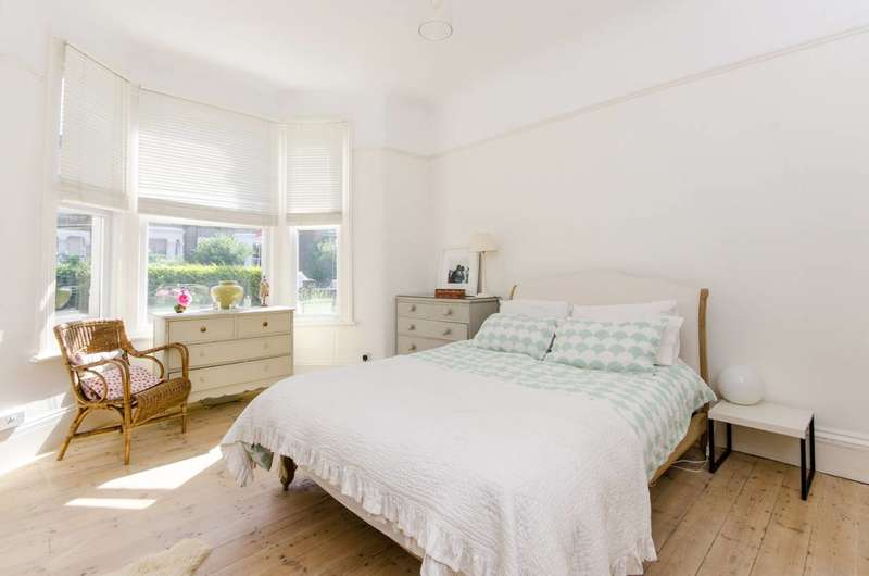 2 Bedrooms Flat for sale in Buckleigh Road, Streatham Common, SW16