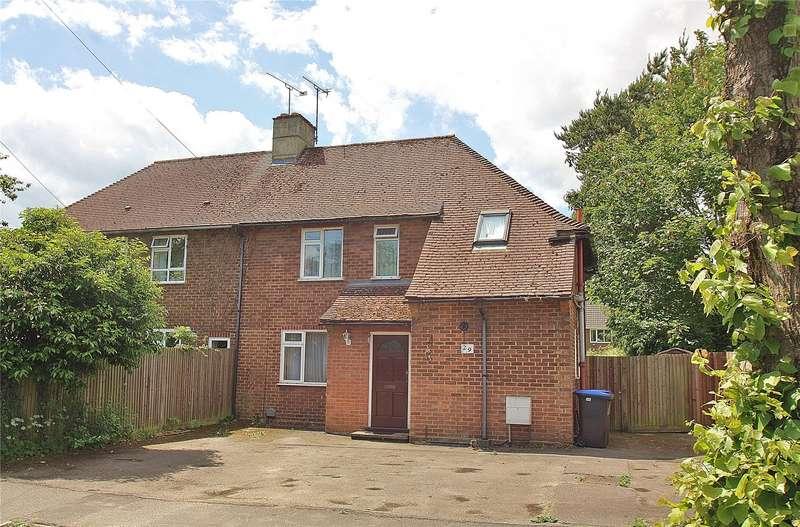 3 Bedrooms Semi Detached House for sale in Oak Tree Road, Knaphill, Woking, Surrey, GU21