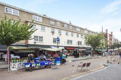 1 Bedroom Flat for sale in Roman Road, Bow, London