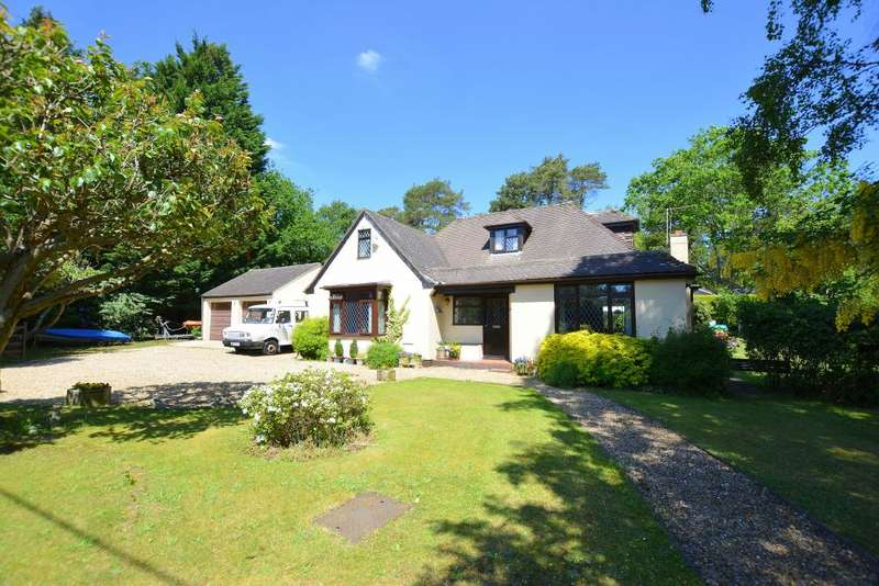 4 Bedrooms House for sale in Lone Pine Drive, Ferndown, BH22 8LW