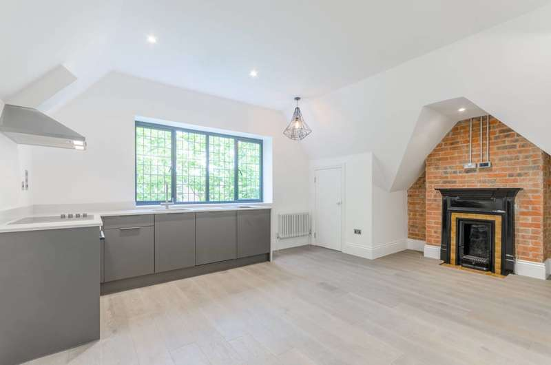1 Bedroom Flat for sale in Old Chambers, High Street, Epping, CM16