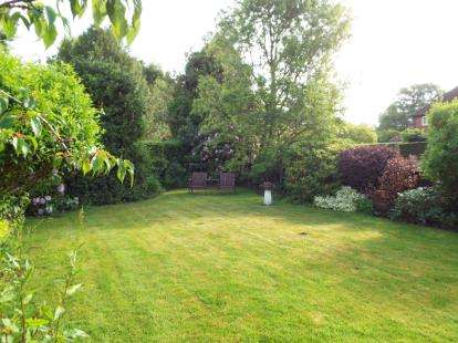 3 Bedrooms Bungalow for sale in Honeyknab Lane, Oxton, Southwell