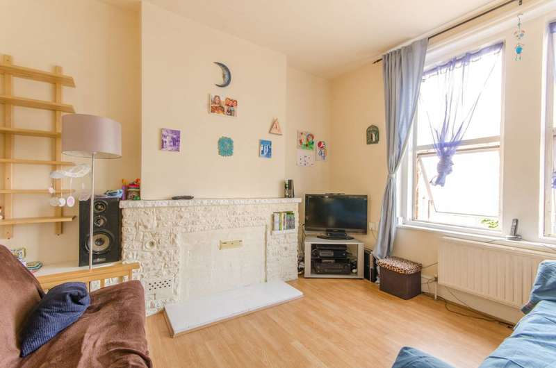 2 Bedrooms Flat for sale in Bruce Grove, Tottenham, N17