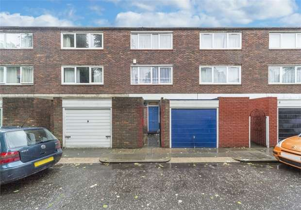 3 Bedrooms Terraced House for sale in West Drive, London