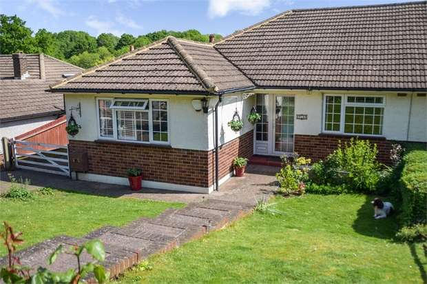 3 Bedrooms Semi Detached Bungalow for sale in Rydons Wood Close, Coulsdon, Surrey