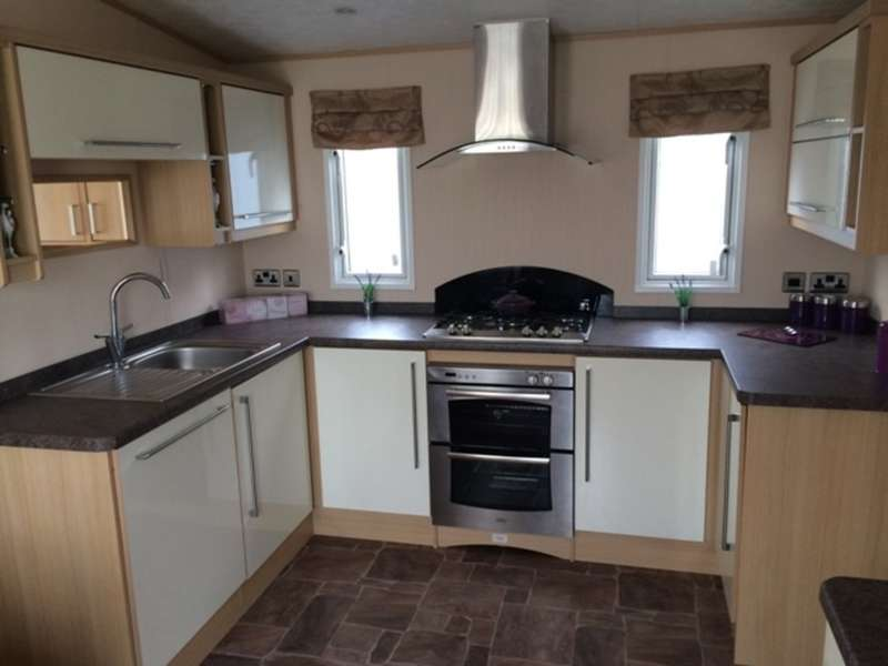 2 Bedrooms Mobile Home for sale in ABI Eastwood (CO15 6LY)