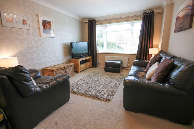 3 Bedrooms Semi Detached House for sale in Alders View Drive, East Grinstead