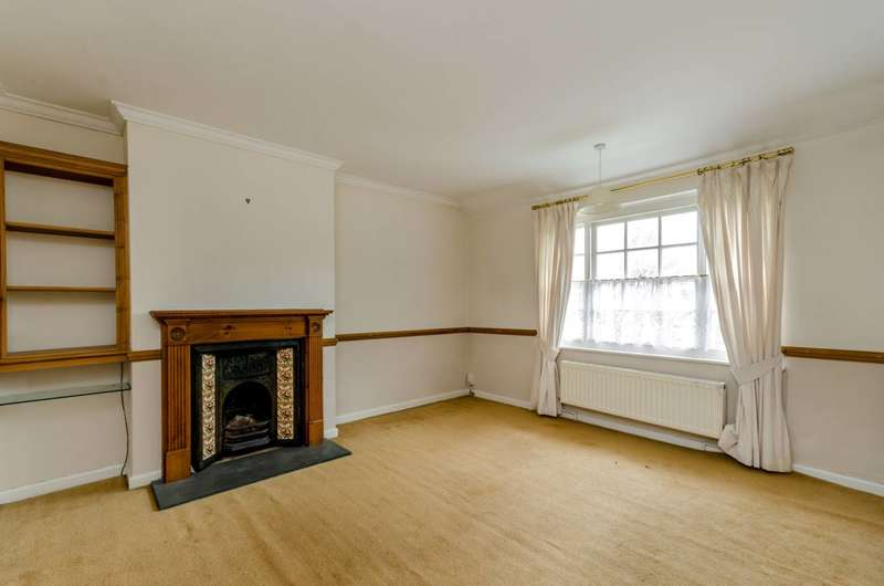 4 Bedrooms Flat for sale in Howsman Road, Barnes, SW13